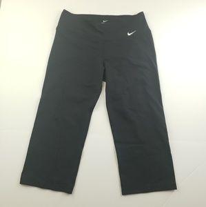 Nike womens solid black crop capri pants size med